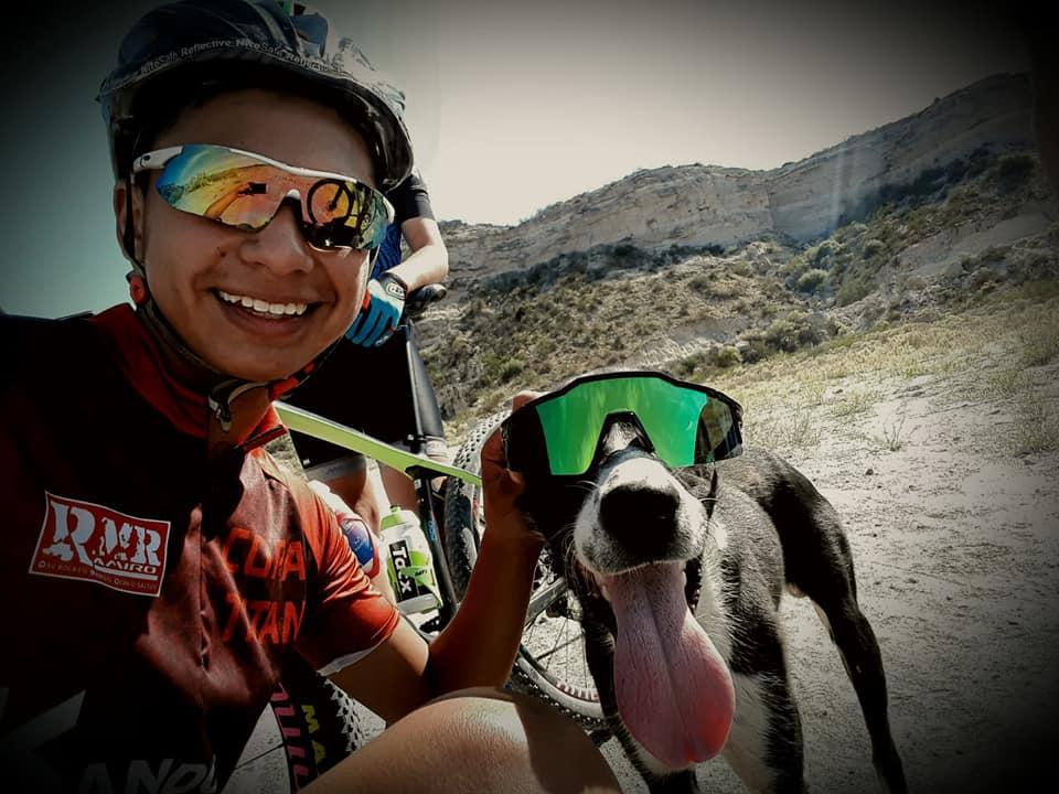 Ciclistas rescatan a perro